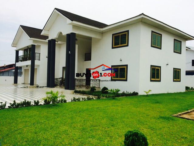 5 BEDROOMS WITH 2 OUTHOUSES AND  A SWIMMING POOL   R94